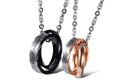 "Bild von Partner-Set: 2 wunderschöne TITAN-Halsketten mit je 2 Ringen mit Text ""I WILL ALWAYS BE WITH YOU"""